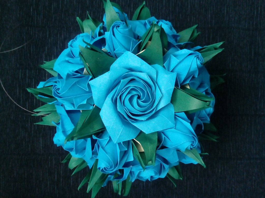 Origami pentagon rose/ Naomiki Sato Rose. I used A4 paper. I ... | 768x1024