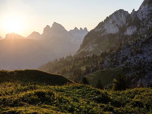 landschaft schweiz switzerland sonnenaufgang sommer fribourgregion suisse berg mountain paysage leverdesoleil sunrise montagne charmey lagruyère été fribourgrégion landscape préalpes voralpen prealps grandtourdesvanils morteys rougemont vaud ch