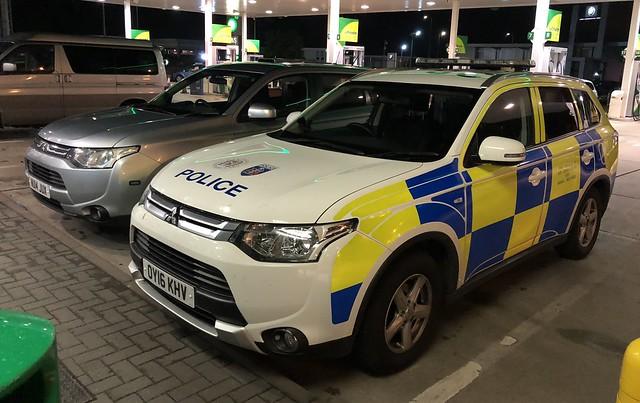 Thames Valley Police Mitsubishi Outlander Dog Units