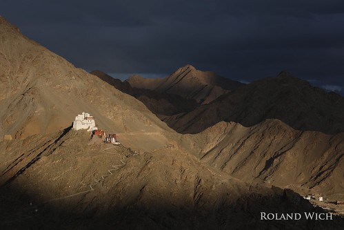 asia india inde ladakh jammu kashmir kaschmir shanti stupa monastery sunset clouds leh