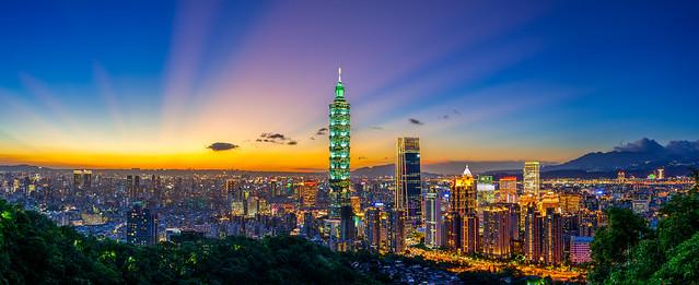 _DSC1070-Pano / Taipei 101 Building / Sunset at Taipei city / 台北101 / Taiwan