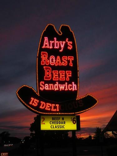arbys arbysroastbeef arbysroastbeefsandwichisdelicious bighat arbysbighat bulbsigns neon neonsigns sunset evening dusk explore