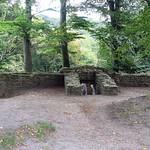 Am Rande des Schellenberger Waldes finden sich alte Gemäuer der Isenburg