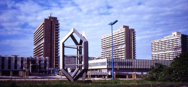 Halle Neustadt, Magistrale, May 1994