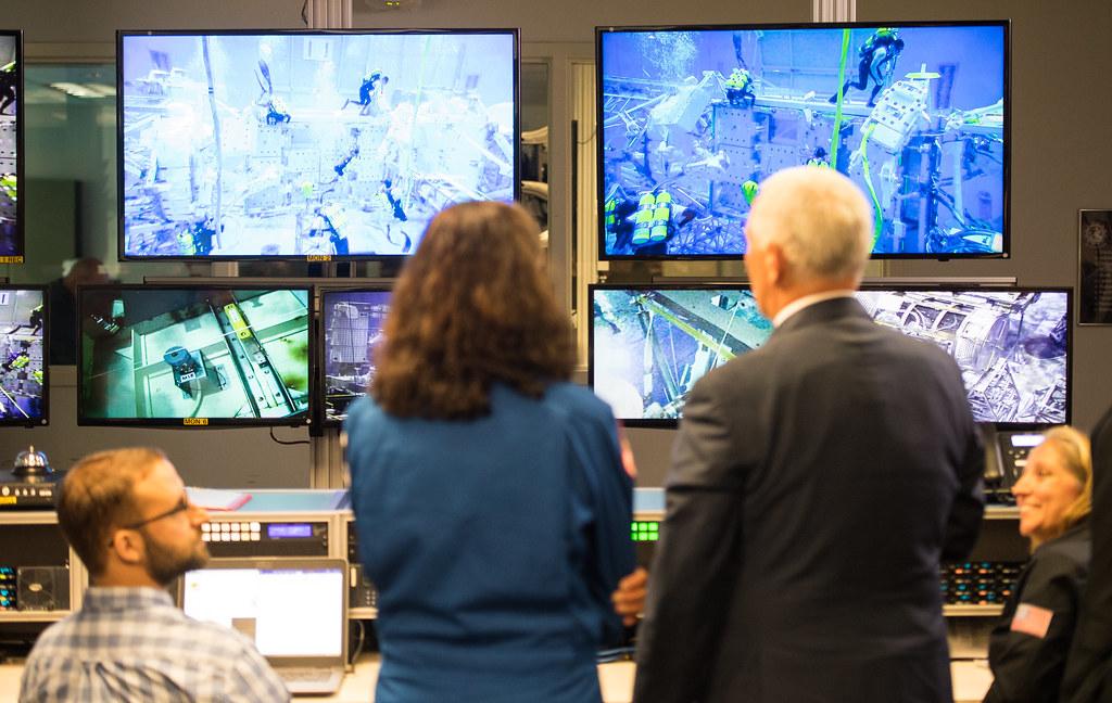 VP Pence visits Johnson Space Center (NHQ201808230005)