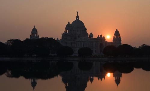 victoriamemorial kolkata sunset doublesun reflection magicallight silhouette