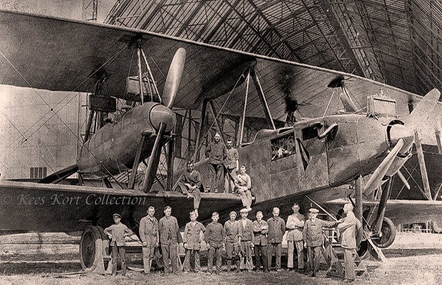 Part of the construction crew posing before a finished Zeppelin-Staaken R.XIVa giant [Germany, 1918 - 1919]