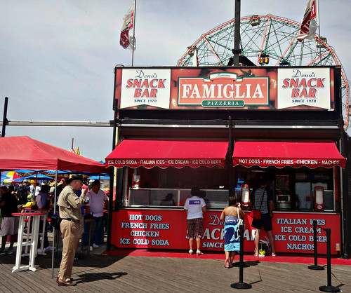 Famiglia on the Coney Island boardwalk | by Robert S. Photography