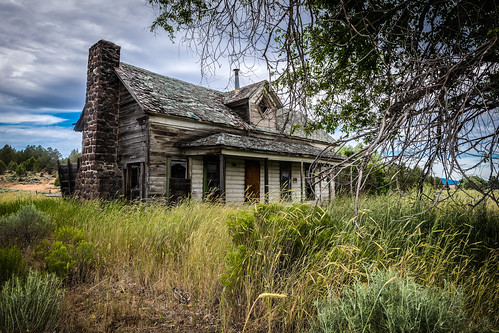 solemn d850 landscape bushes brush serious quiet clouds abandoned oregon porch grass house shack farm creepy colorful forgotten scary field bly unitedstates us