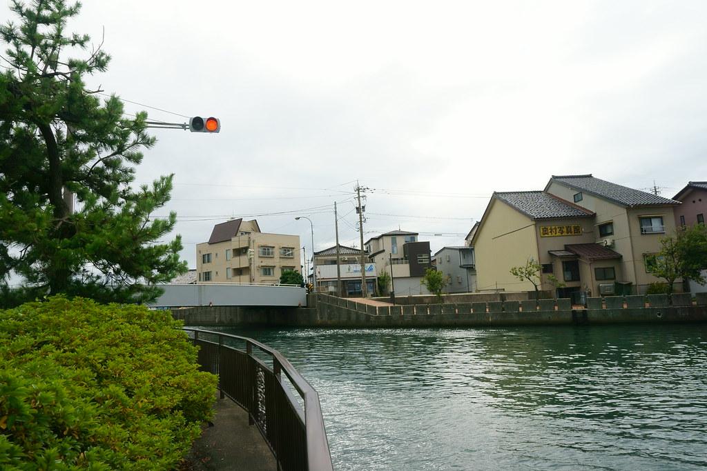 水路側信号機