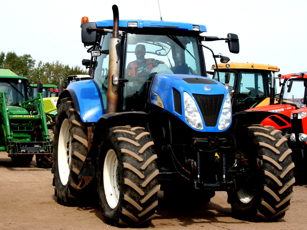 NEW HOLLAND T7030 TRACTOR | CAMBRIDGE MACHINERY SALE | Flickr