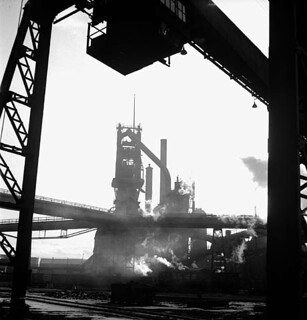 View of the Stelco Steel Company of Canada blast furnace, Hamilton, Ontario / Vue du haut-fourneau de la Stelco Steel Company of Canada, Hamilton (Ontario)