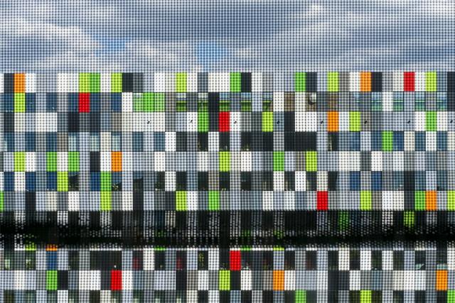 Casa Confetti through a mesh