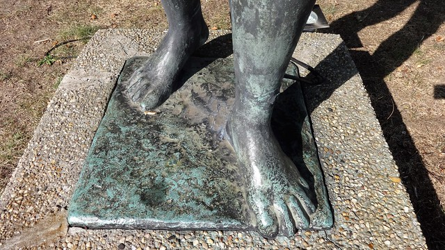 1955 Berlin-O. Füße der Badenden von Walter Lerche Bronze Seebad Wendenschloß Möllhausenufer 30 in 12557 Köpenick