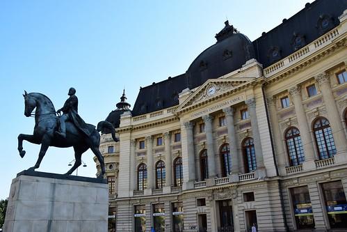 2018 bucarest rumanía românia escultura sculpture estatua europa caballo horse valaquia reloj clock