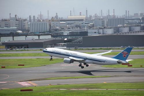 China Southern Airbus A330-200 B-6542 , Tokyo Haneda airport ( HND / RJTT ) 08.09.2018