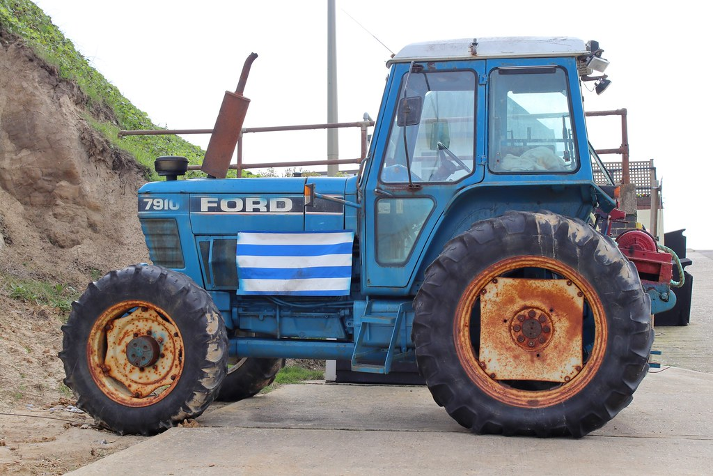 Ford 7910 4WD tractor (2) | With rear-mounted winch  Used on