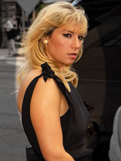 Ari Graynor | by gdcgraphics