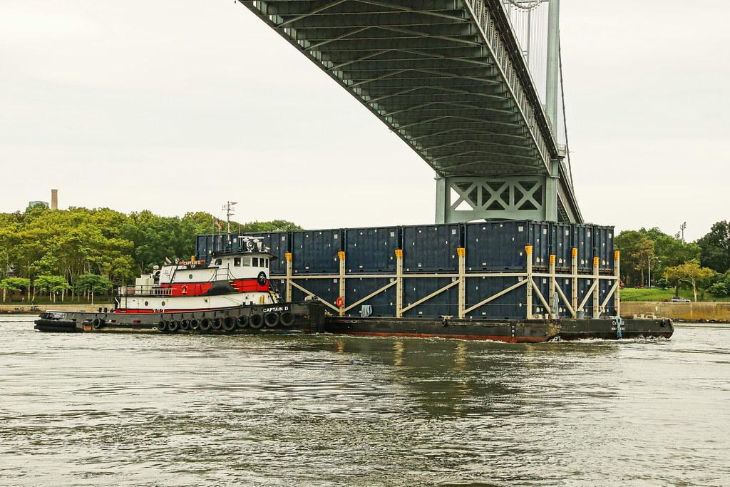 Norfolk Tug Company's Captain D | Tugboat Captain D navigati