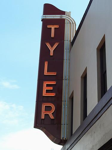 tyler tylertx texas usa outdoor street streetview building buildings neon neonlights lights dnysmphotography dnysmsmugmugcom