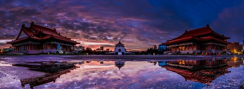 chiang kaishek memorial hall 中正紀念堂 國家戲劇院 晨曦 日出 d850 1424mm 天空 風景 自然 建築 水塘 倒影 sunrise panorama