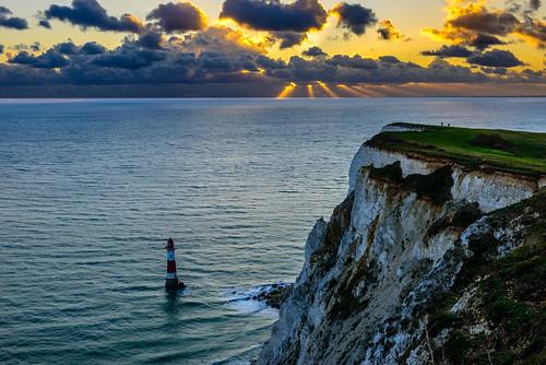 beachyhead lighthouse southcoast whitecliffs crepuscularrays sunbeams