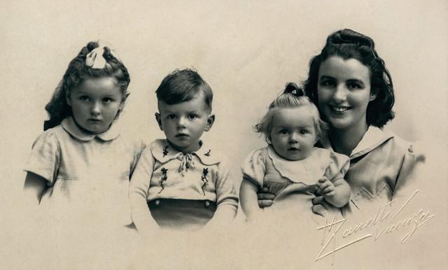 Ofelia Caneva ed i suoi figli 1940