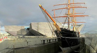RRS Discovery and New V&A Dundee | by jackdeightonsf