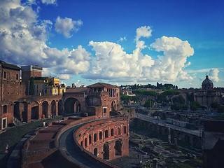 Un Moderno Foro Di Roma.Mercatiditraiano E Il Nome Moderno Di Un Esteso Complesso