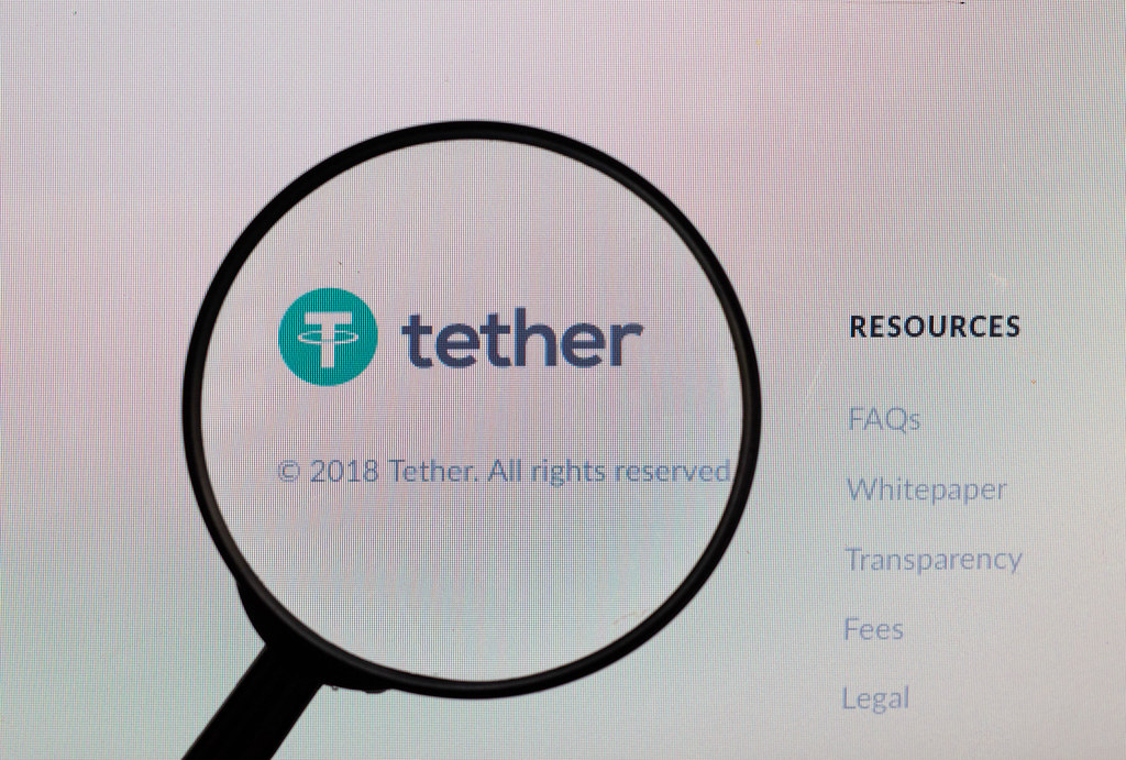 Lupe über dem Tether-Logo | ✅ Marco Verch is a Professional