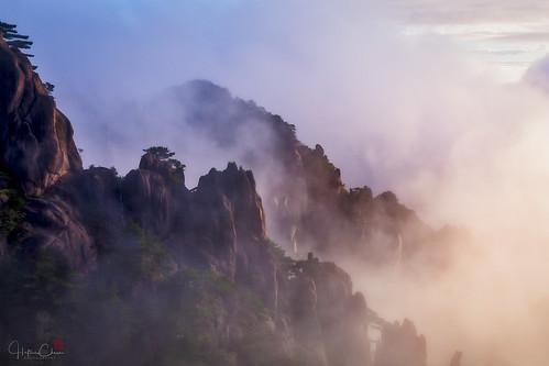 autumn huangshannationalpark dwarfpines sunrise mist landscape guangmingding brightsummit granitepeaks fog huangshanpines anhuiprovince china yellowmountains huangshanshi anhuisheng cn
