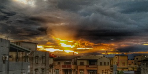 180822sr 大母母山日出前火燒雲 sunrise 西北氣流火燒雲 myhome3f nokia6 snapseed