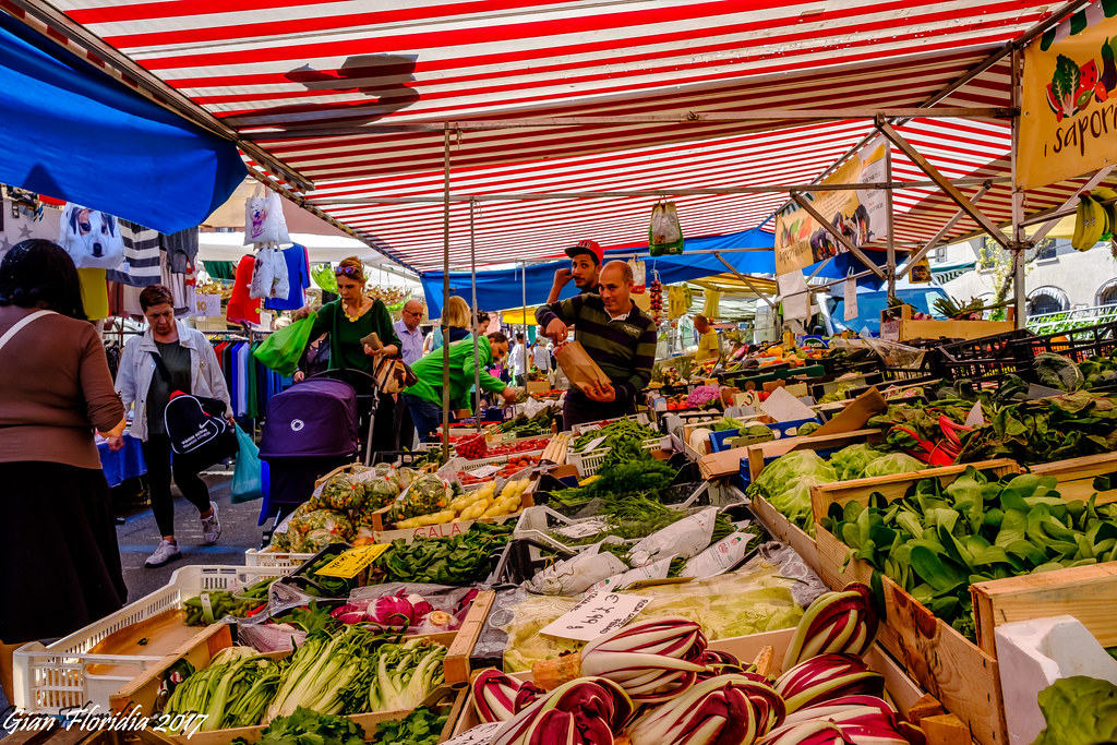 Milano, al mercato di via S. Marco