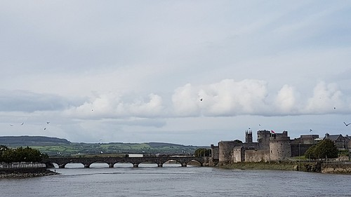 limerick kingjohnscastle ireland rivershannon shannon earlymorning bluewater water limerickcitycentre streetsoflimerick