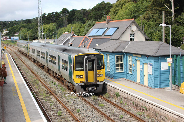 Irish Rail 2604/3 + 2602/1 in Glounthaune.