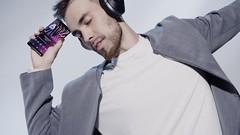 Xperia XZ3_Front_Lifestyle_Hi-Res