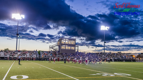 nysphsaa baldwinsville bees camillus classaa football highschool mikemesserefield newyork sectioniii sports varsity westgenesee wildcats unitedstatesofamerica 840 night lights field game players sky clouds nikond750 nikonafs1635mmf4gedvr uwa wideangle stadium turf sport