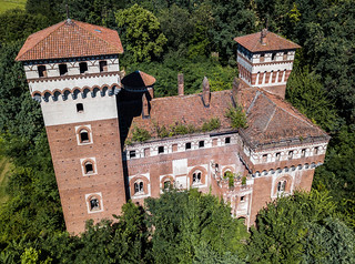 Castello Rosso #01 | by Broken Window Theory