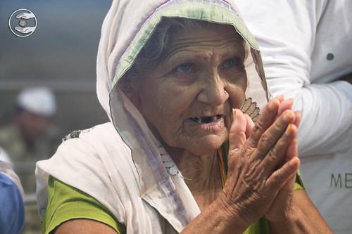 Devotees seeing blessings