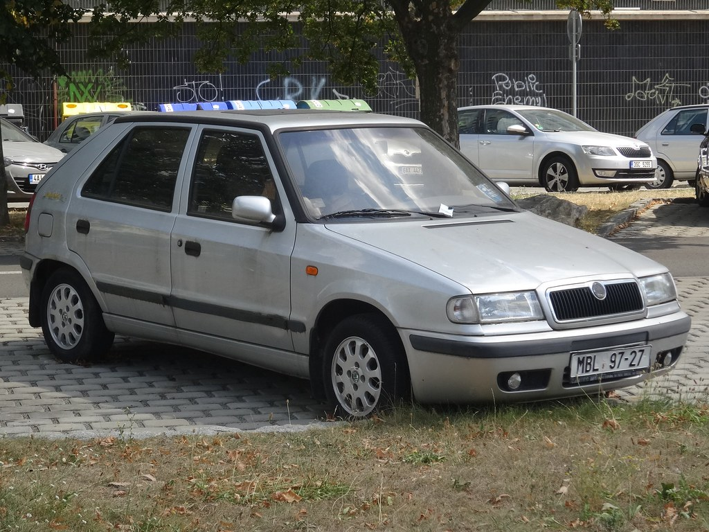 1990 S Skoda Felicia The Skoda Felicia Was Built From 1994 Flickr
