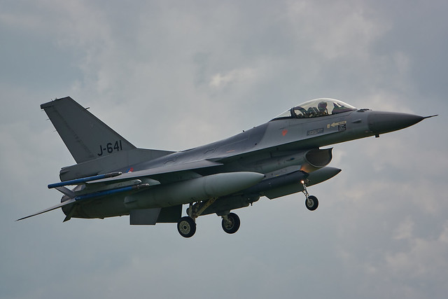 F-16 Fighting Falcon landing, Volkel airbase Netherlands