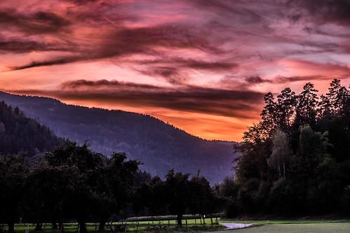 2018 eveningsky carinthia landschaft fujixt1 austria landscape licht österreich orange light kärnten trees foto redandorange red himmel kärntnisleians bäume abendrot fuji sky green europa europe lightroom cool