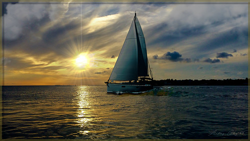 miamifl sunset seascape waterways waves colors clouds sea sailboat miamikeys keylargo tarponbasin navigating keys yachtride outdoors travelling