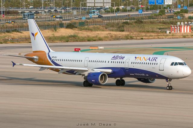Yanair A321-112 UR-COJ