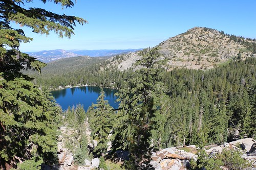1775 We climbed a ridge above the Tahoe-Yosemite Trail near Phipps Pass and got a great view of Phipps Lake | by _JFR_