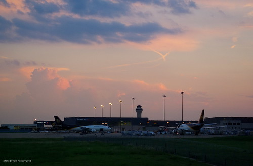 skies over UPS | by pvh photo