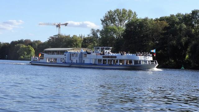 1957 Fahrgastmotorschiff FMS Ernst Reuter bei Reederei Stern & Kreis Talfahrt auf Spree in 12555 Berlin-Spindlersfeld