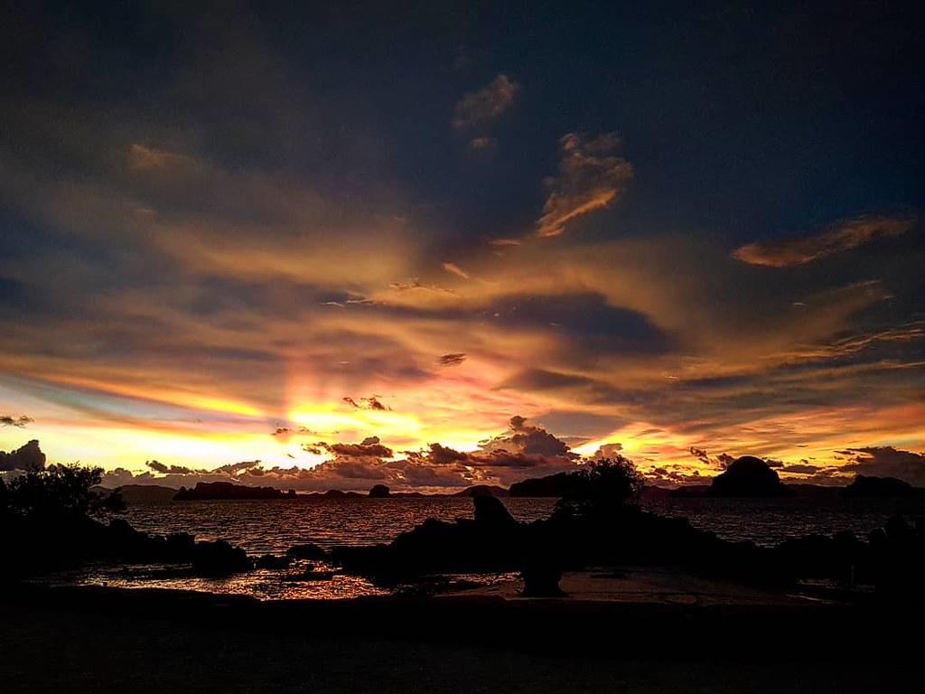 Puesta de sol en Phulay Bay, Tailandia.