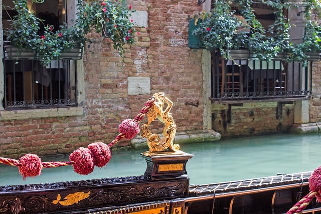 Una gondola, leggende di Venezia