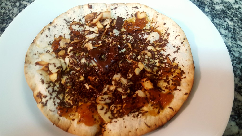 #141018 #jantar #pizza doce  #cupuaçu #amendoa #chocolate  #dinner #sweet pizza #almonds #chocolate #cupuaçu